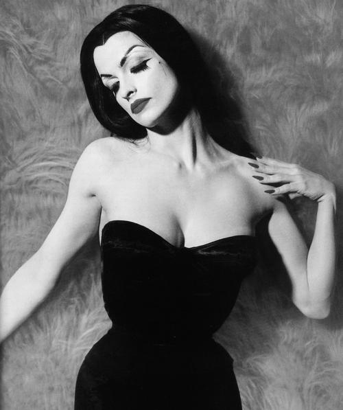 lisa-marie-smith-as-vampira