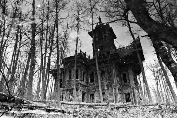 Sazonov-house.-Built-in-the-1890s-in-Ostashevo-Chuchloma-Kostroma-region-of-Russia-Post-Revolution.jpg
